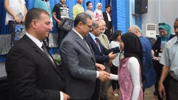 محافظ الفيوم يكرم الفائزين في مسابقة مسرح حماية الطفل | صور
