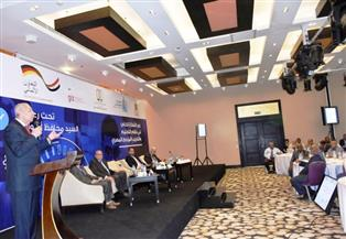 محافظ أسوان يفتتح مؤتمر تعزيز دور القطاع الخاص فى التعليم المزدوج | صور