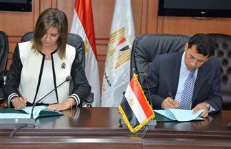 """""""الشباب"""" و""""الهجرة"""" توقعان بروتوكول تعاون للاهتمام بشباب المصريين بالخارج"""