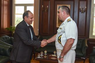 """محافظ الإسكندرية يستقبل قائد السفينة البحرية اليونانية """"بروموثيوس"""" والملحق العسكري اليوناني   صور"""