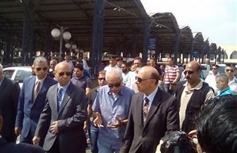 محافظ القاهرة يطالب بإلغاء العشوائية بمحيط موقف السلام وينتقد تدني بعض الخدمات | صور