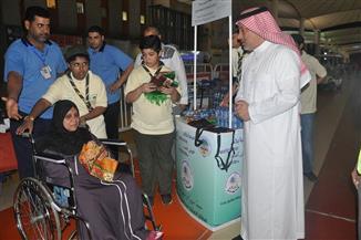شباب كشافة تعليم جدة يقدمون 65 ألف عبوة مياه للحجاج في المطار | صور