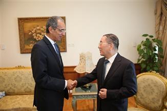 وزير الاتصالات يستقبل سفير الصين بالقاهرة