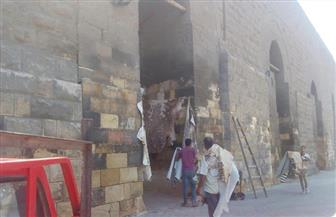 تكثيف حملات إزالة الإشغالات وجلود الأضاحي من سور مجرى العيون بمصر القديمة | صور