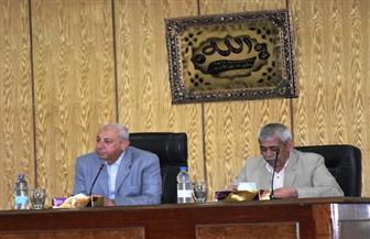 محافظ أسوان يجتمع بالمجلس الإقليمي للرقابة على الأسواق | صور