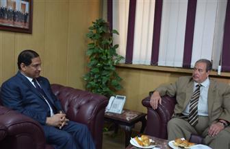 محافظ الغربية يناقش مع سفير رومانيا سبل التعاون الاقتصادي والعلمي والثقافي | صور