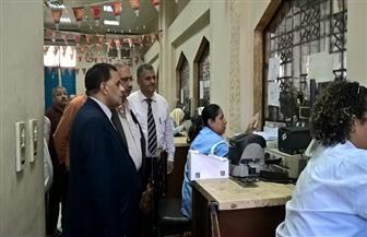 رئيس هيئة السكة الحديد يتفقد شبابيك ومكاتب حجز التذاكر بمحطة مصر   صور