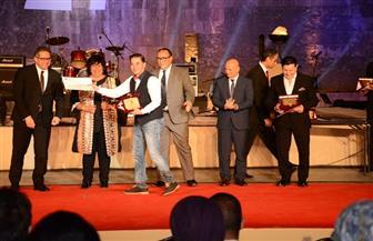 احتفاء خاص بهاني شاكر ومدحت صالح خلال تكريمهما بافتتاح مهرجان القلعة   صور