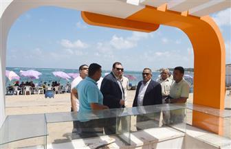 توقيع غرامة مالية على شاطئ المندرة بالإسكندرية لوجود مخالفات نظافة   صور