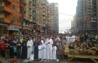 مئات الآلاف من المواطنين يؤدون صلاة عيد الأضحى بساحات الإسكندرية | صور