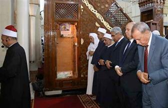 محافظ قنا يؤدي صلاة عيد الأضحي بمسجد عبد الرحيم القنائى