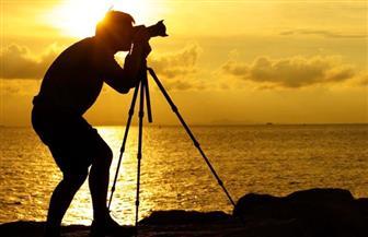 فنان روسي يعود إلى جذوره في التصوير الفوتوغرافي بتصنيع كاميرات خشبية