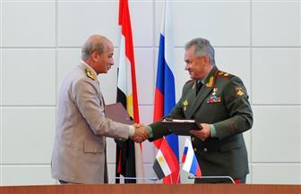 وزير الدفاع يعود من روسيا.. ويؤكد عمق العلاقات الإستراتيجية بين البلدين