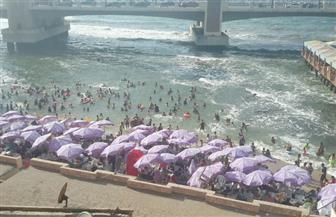 لليوم الثالث على التوالي.. اقبال كبير على شواطئ الإسكندرية|صور وفيديو