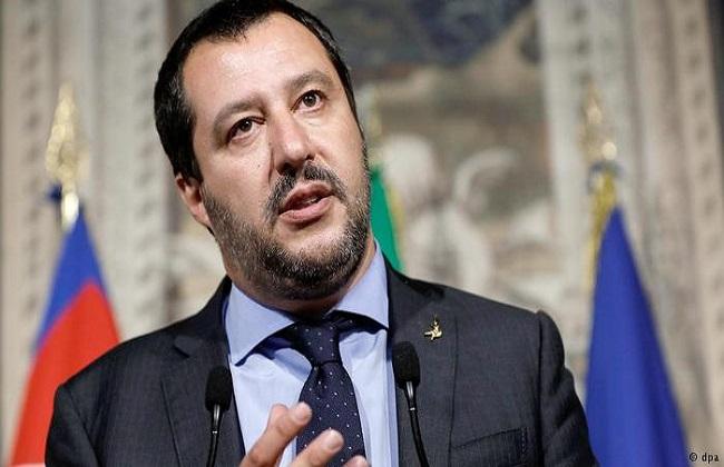 وزير الداخلية الإيطالي: 400 مهاجر أعيدوا إلى ليبيا -