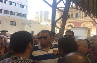 وزير النقل وسط الركاب في قطار أبو قير| صور