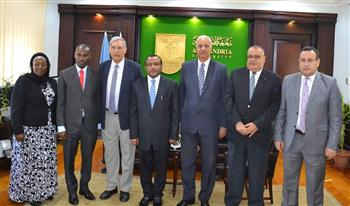 رئيس جامعة الإسكندرية يستقبل سفير تنزانيا الجديد لبحث التعاون | صور