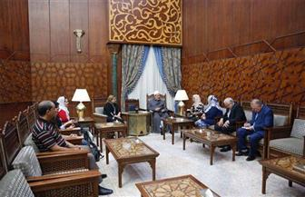 وفد المصريات بالخارج يلتقي الإمام الأكبر.. ويشيد ببيان الأزهر ضد التحرش