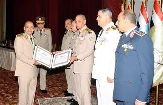 القائد العامللقوات المسلحة يكرمالمحالين للتقاعد