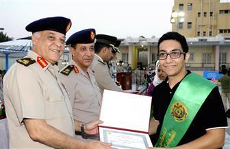 القوات المسلحة تكرم الطلبة المتفوقين دراسيا وتوجه التحية لأسرهم   صور