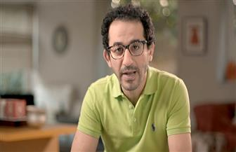 """أحمد حلمي لـ حسن حسنى: """"إنت السند والضهر لأى فنان بيمثل قدامك"""""""