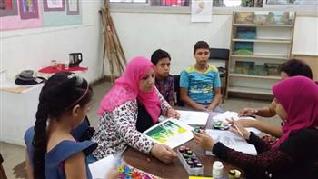 ورش لتعليم الأطفال طرق الرسم الكاريكاتيري والنحت بالعاشر من رمضان