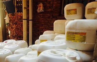 ضبط 25 طن منظفات ومستلزمات إنتاج غير صالحة للاستهلاك داخل مصنع بالإسكندرية