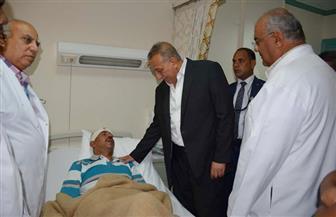 محافظ الجيزة يزور المصابين في حادث الدقي بمستشفى السلام والعجوزة | صور