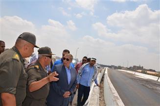 محافظ الإسماعيلية ورئيس الهيئة الهندسية يتفقدان مشروع المحور المروري الجديد على بحيرة الصيادين