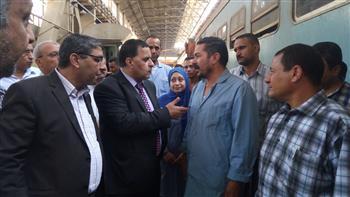 رئيس هيئة السكة الحديد فى جولة مفاجئة لورش التشغيل الرئيسية للقطارات بأبو غاطس  صور