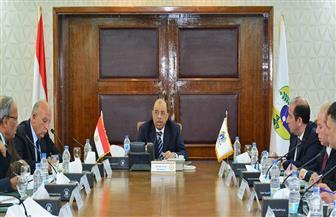 وزير التنمية المحلية: تطبيق مبدأ الثواب والعقاب وتحفيز المتميزين لتحقيق الالتزام في تنفيذ المهام