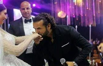 من هي العروس التي قبلها سامو زين ليثير الجدل على فيسبوك؟ | صور