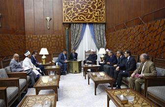 وزير التنمية الكازاخي: جهود الإمام الأكبر أمل للعالم في تحقيق السلام | صور