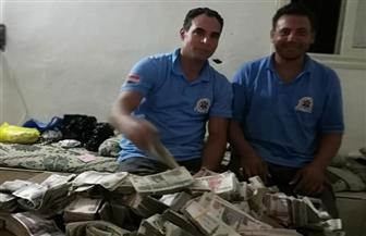 """""""المسعف الأمين"""".. أعاد مبلغ 870 ألف جنيه لمصاب على الطريق الساحلي بكفر الشيخ"""