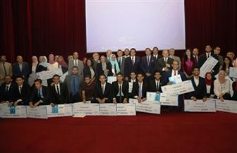 وزير التعليم العالي يكرم الطلاب المتفوقين في المسابقة المركزية للتعليم المعرفي لكليات الطب بالجامعات| صور