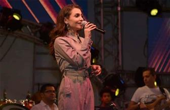 كارمن سليمان تغني في أولى فقرات حفل ختام الصيف بالرحاب| صور