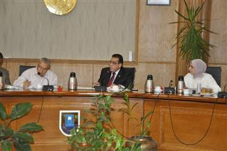 رئيس جامعة قناة السويس يعتمد خطة مجلس شئون خدمة المجتمع وتنمية البيئة