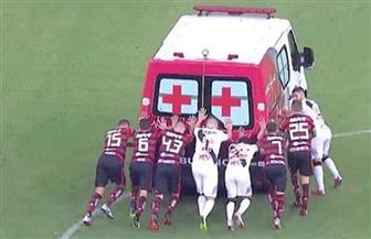لأول مرة بالملاعب..  سيارة إسعاف تستنجد باللاعبين في البرازيل
