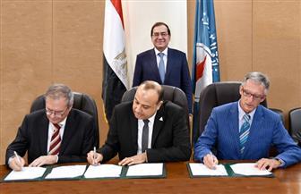 """الملا يشهد توقيع اتفاقية بين """"غازتك"""" و""""إيني"""" لإنشاء محطة تموين سيارات بالغاز"""