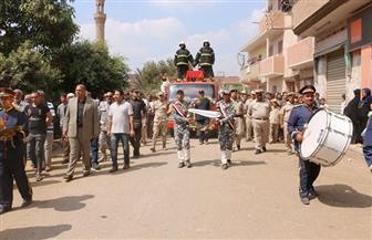 محافظ المنوفية ومدير الأمن يتقدمان الجنازة العسكرية للشهيد المجند علاء الدسوقي بمسقط رأسه| صور