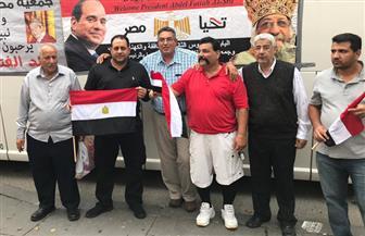 المصريون في أمريكا يستقبلون الرئيس السيسي بالدعوات وعبارات التأييد  فيديو