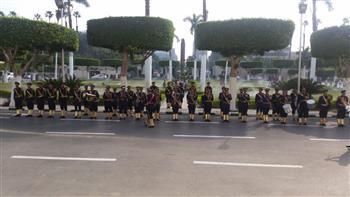 موسيقى الشرطة تحتفل بالعام الدراسي الجديد مع الطلاب أمام جامعة القاهرة  صور