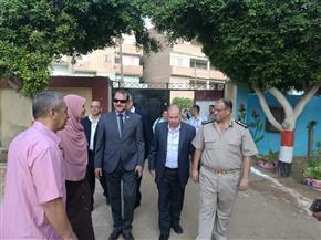 رئيس مدينة منيا القمح ومأمور القسم يكرمان المعلمين والطلاب بالشرقية   صور