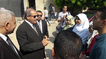 رئيس جامعة الأزهر يعد طلاب الجامعة بمخاطبة المسئولين لإنشاء كوبري مشاة |صور