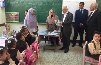 وزير التعليم يتابع منع التدخين والمحمول.. وتوزيع الكتب داخل المدارس |صور