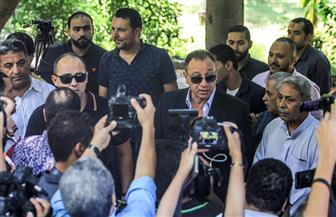 الخطيب وحسن حمدي وشوبير ونجوم الأهلي والرياضة في وداع عادل هيكل | صور