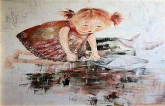 """التشكيلية إيمان الباز تسجل لحظات الطفولة وبراءتها في """"نقوش"""" بقاعة الباب   صور"""