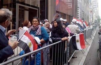 الجالية المصرية تحتشد أمام مقر إقامة الرئيس السيسي في نيويورك تأييدا له |صور