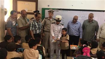 حقوق الإنسان بأمن الدقهلية تنظم زيارات لأبناء الشهداء في المدارس | صور