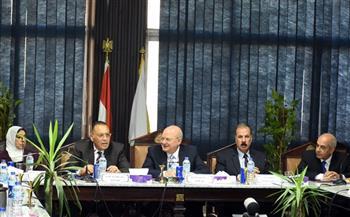 محافظ الشرقية يبحث سبل حل مشكلات المواطنين في جامعة الزقازيق